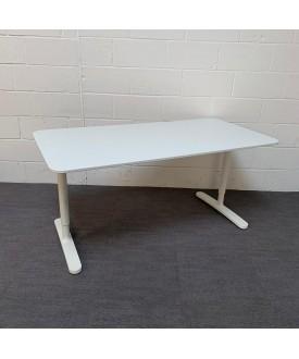 White height adjustable desk- 1600 x 800