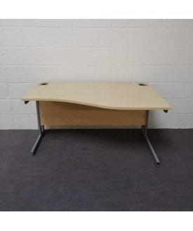 Maple right handed wave desk- 1400 x 800