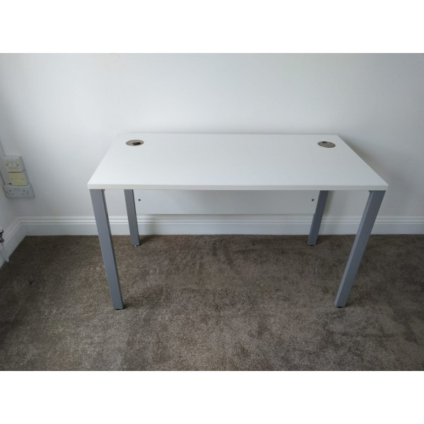 White straight desk - 1200 x 600