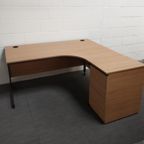 Oak right handed corner desk and desk high pedestal set- 1600 x 1200