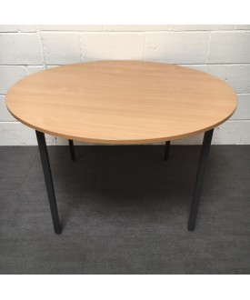 Circular beech table 1200