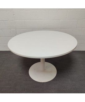 White round meeting table- 1200 x 730
