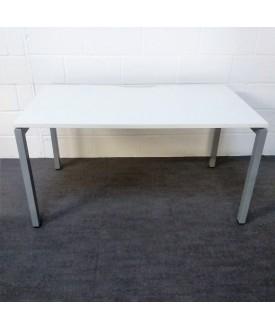 White straight desk- 1400 x 800