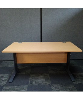 Oak straight desk - 1400 X 800