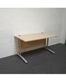 Maple 1400 x 800 straight desk