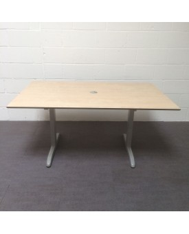 Maple meeting table- 1600 x 1000